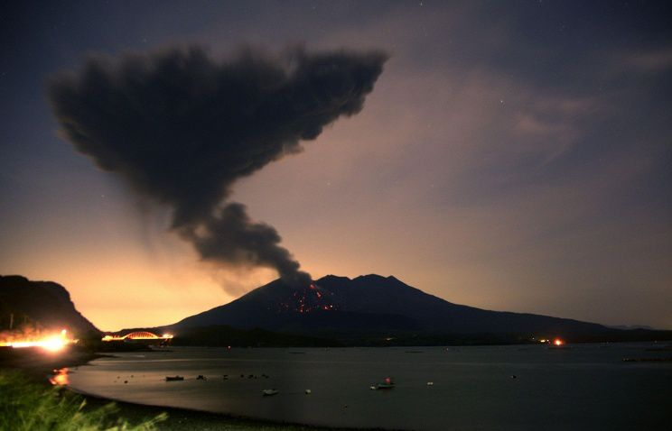 Sakurajima - 02/05/2016 -  the plume saw from Kagoshima Bay - photo сакурадзима