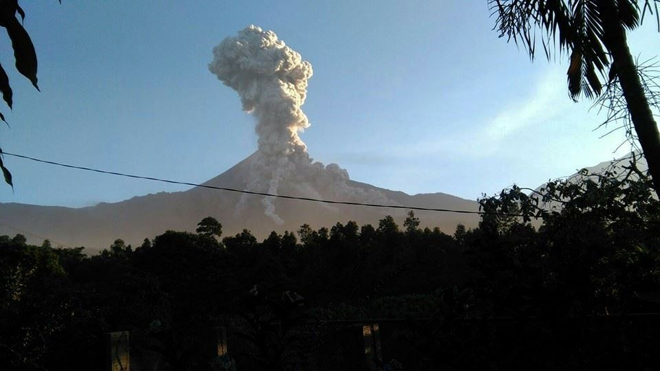 Santiaguito - plume and multiple pyroclastic flows on 02/06/2016 / 18h UTC - Doc. Conred