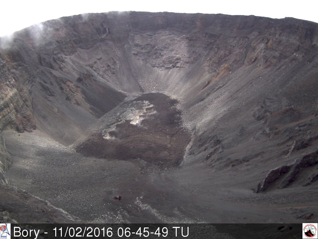 This morning, the Dolomieu crater shows no signs of eruption - Camera Bory 02.11.2016 6:45 - OVPF