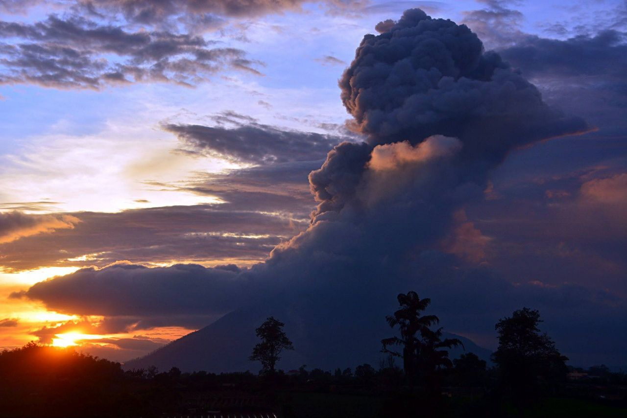 Sinabung on 02/13/2016 - photo Berastagi Nachelle Homestay / FB