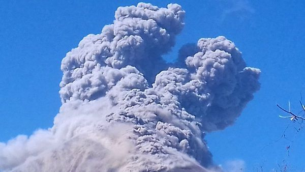 Momotombo - the plume from the explosion seen by 9:45 Canal2Nicaragua / Twitter