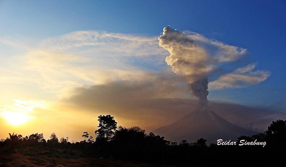 Sinabung - 02.22.2016 / 6:19 p.m. - photo Beidar Sinabung