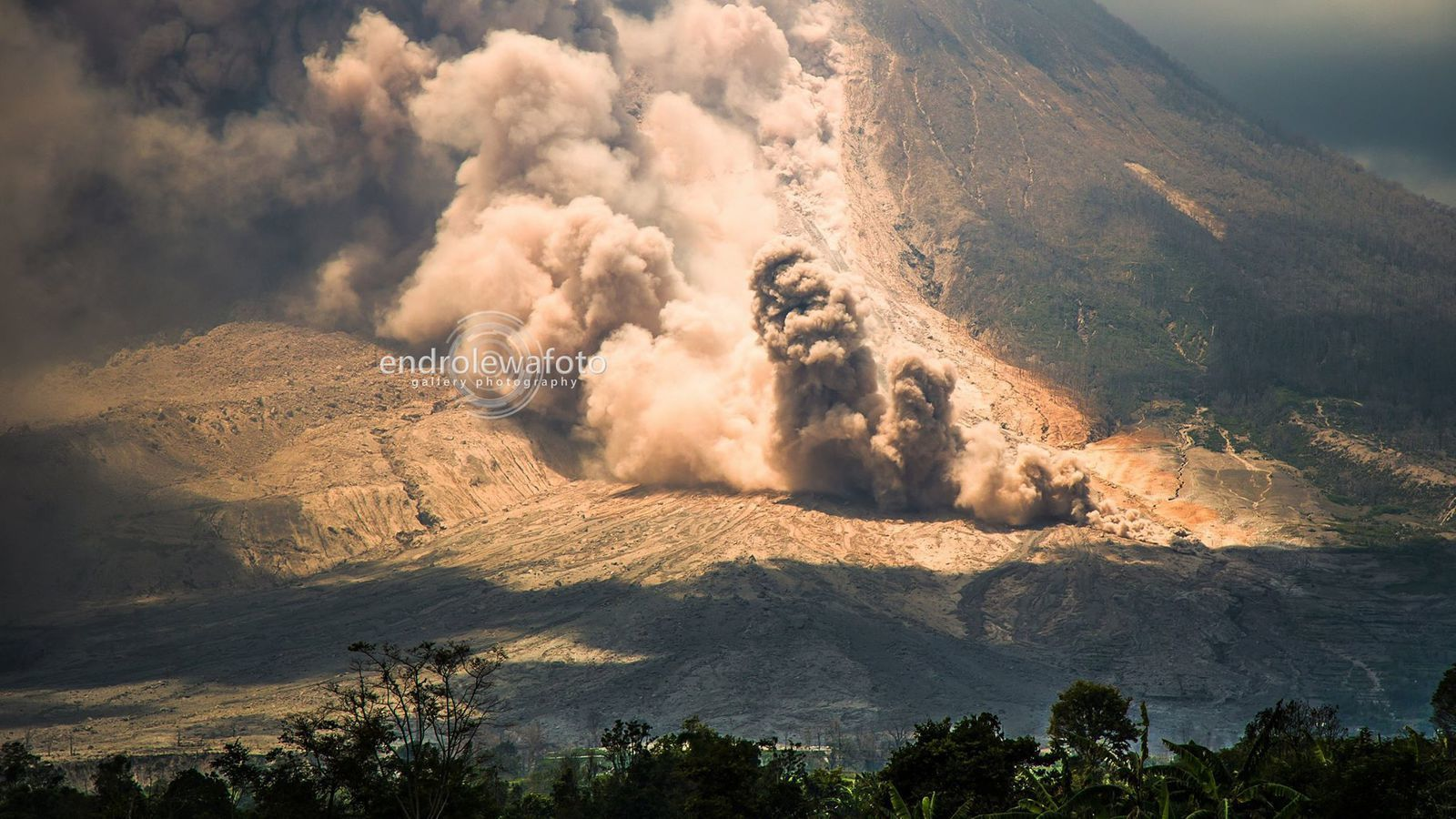 Sinabung - Pyroclastic flow of 02.23.2016 / 12:37 - photo Endrolewa