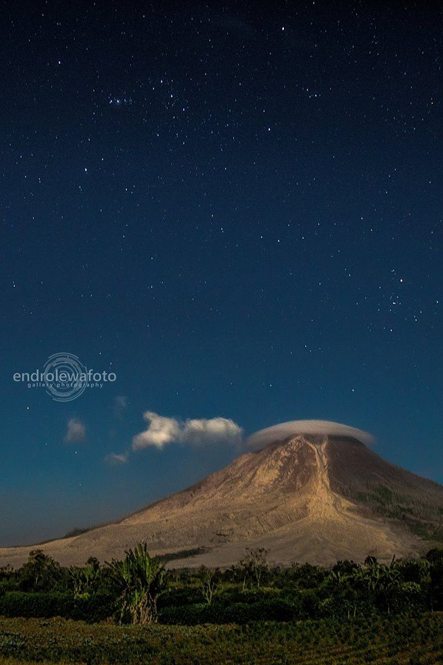 Sinabung - the calm before the storm - 02.25.2016 / 11:15 p.m. - photo endrolewa