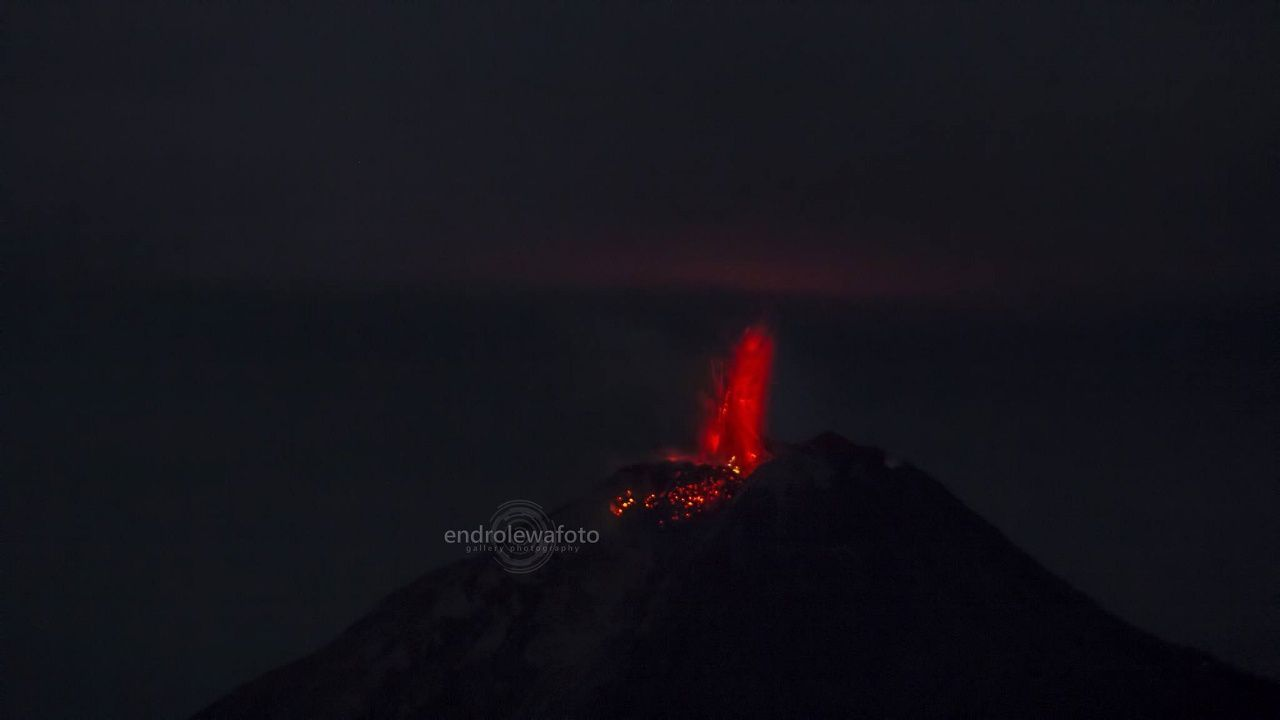 Sinabung - strombolian activity 02.29.2019 / 11:28 p.m. & 11:29 p.m. - Photo endrolewa