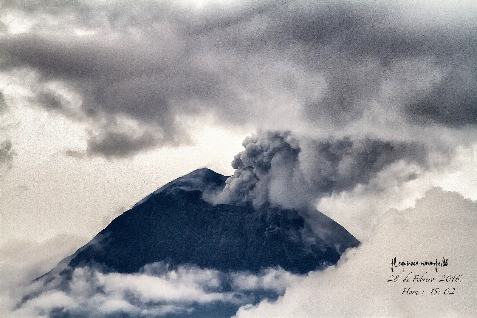 Last clear view of the top of Tungurahua - photo Jose Luis Espinosa-Naranjo 02.28.2016 / 3:02 p.m. loc.