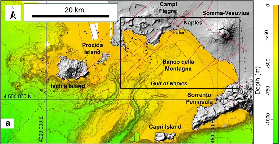 Morphology of the Gulf of Naples - Blacl dots locate the submarines eruptive centers - the main faults are marked by red lines - in Nature / Passaro et al. (Ref. In sources)