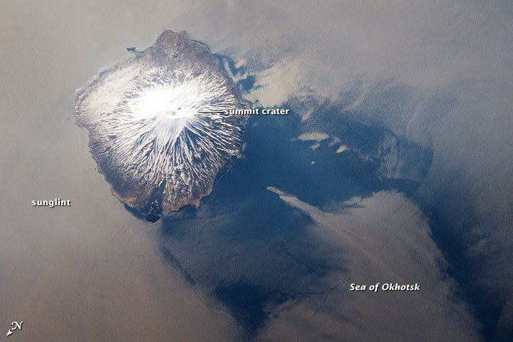 Le volcan Alaid vu de l' ISS031-E-041959, en 2012 - Nasa Station spatiale internationale