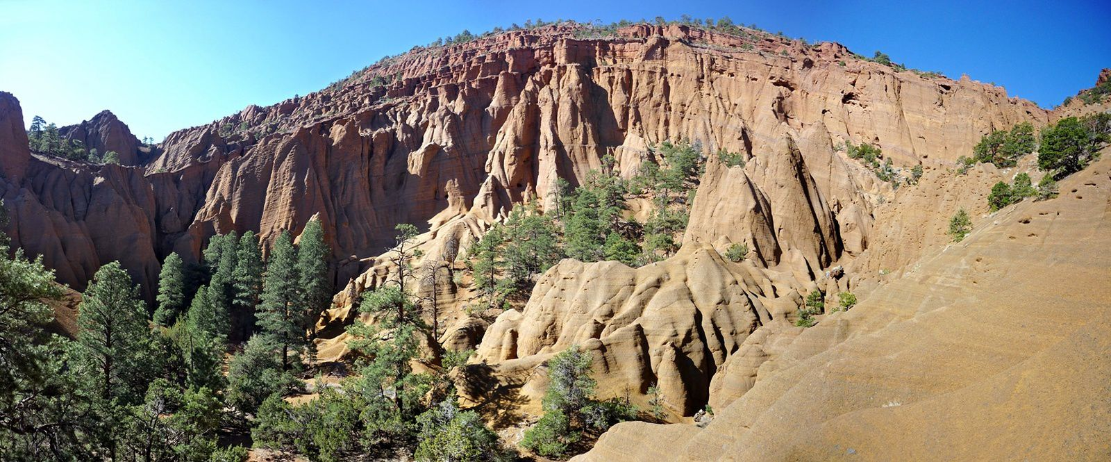 Red Mountain - the amphitheater - a click to enlarge - photo Americansouthwest