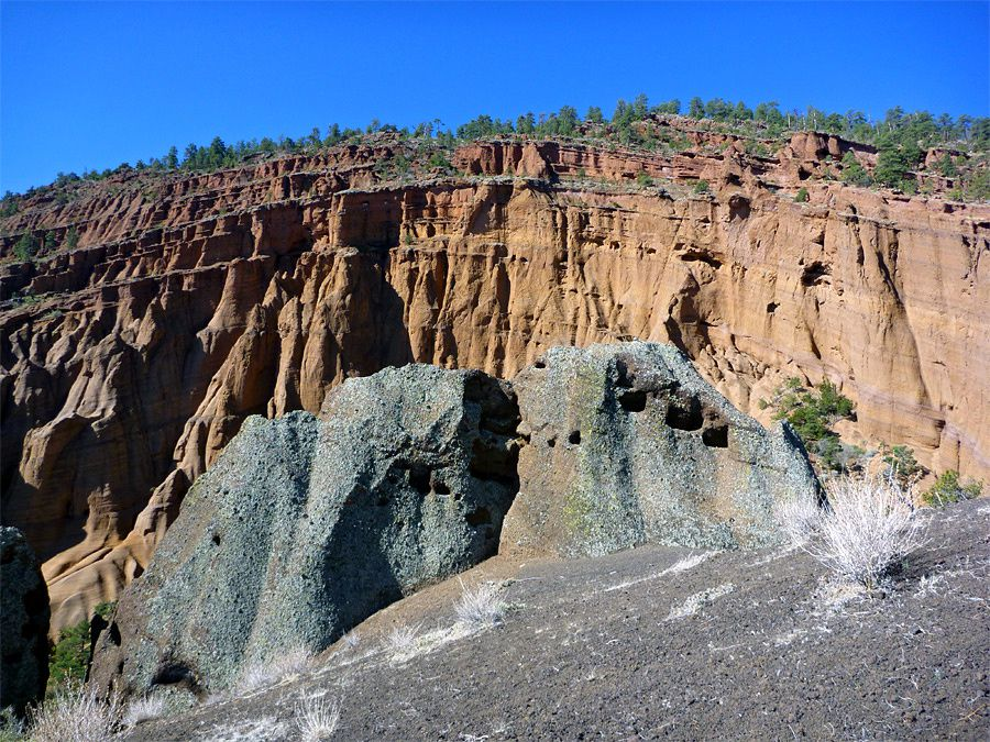 Red Mountain - ash compacted inside the amphitheater - photo Americansouthwest