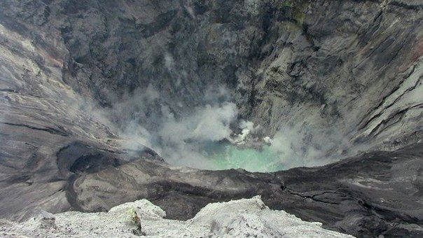 Ubinas - presence of a lake in the crater - photo IG Peru