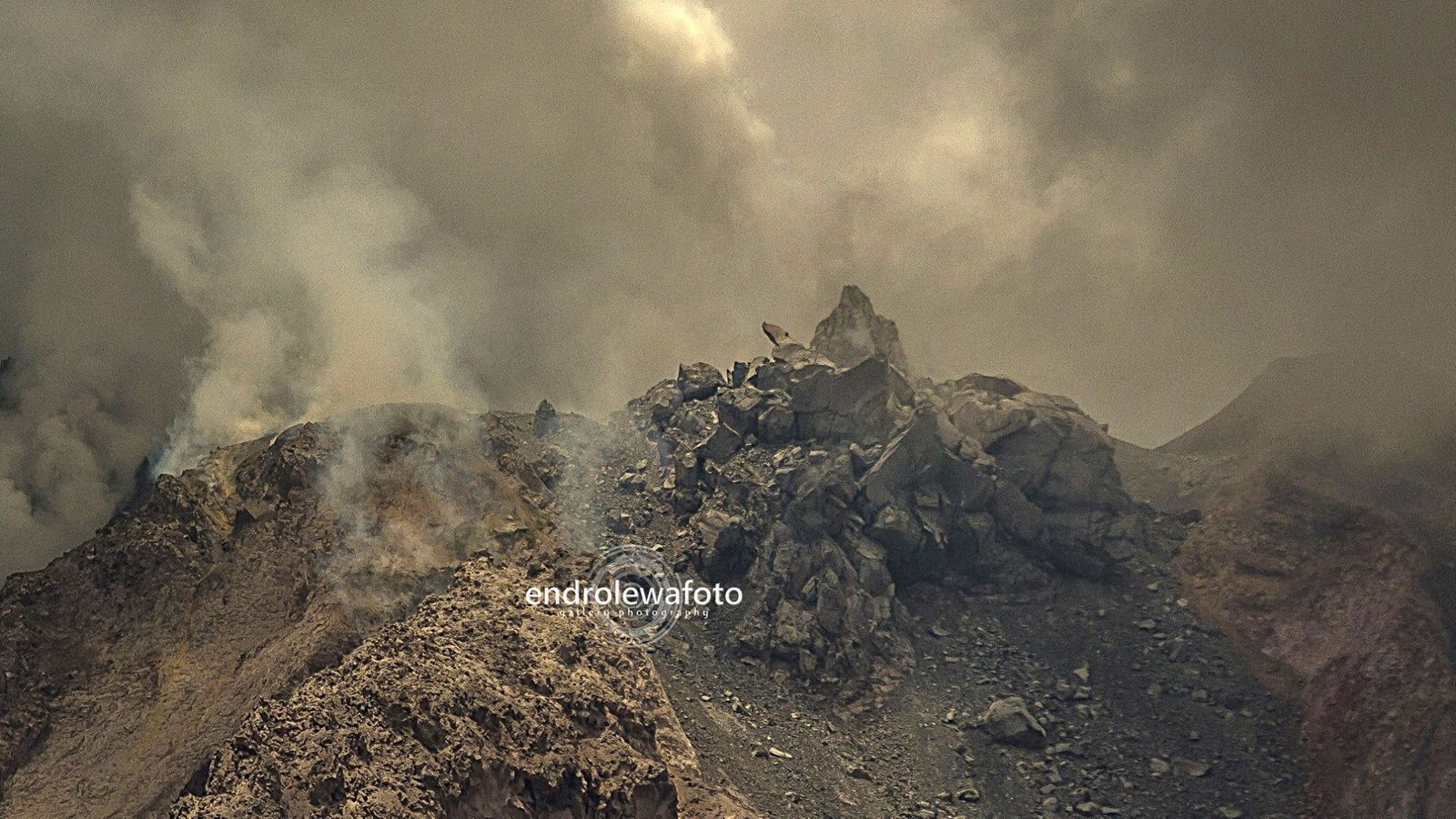 Sinabung, the dome - 16.03.2016 / 12h58 pm. - Photo endrolewa