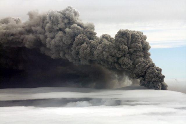 06.05.2010 - Panache de cendres de l'Eyjafjallajökull - photo  Thordis Högnadottir