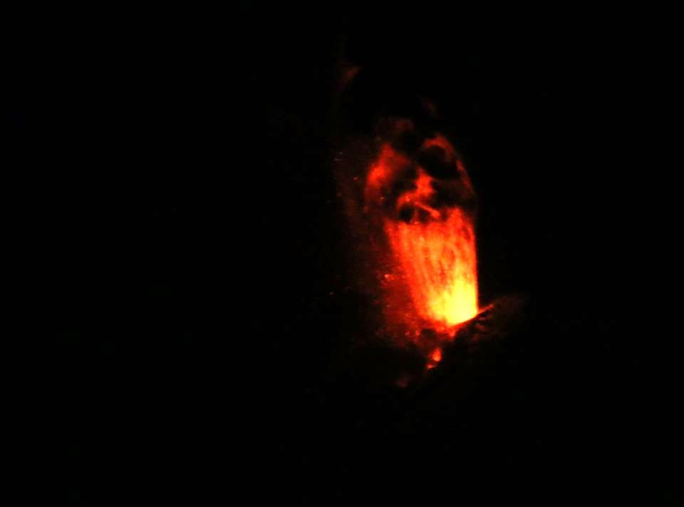 Pavlof, lava fountain 03.28.2016 / 03h local - Photo courtesy Royce Snapp, taken from Cold Bay, with a 500 mm lens. / AVO
