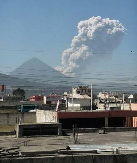 Santiaguito - Eruption of 02.04.2016 Given the zona 6 altense. - Photo Caesar Alexis Zg / Twitter