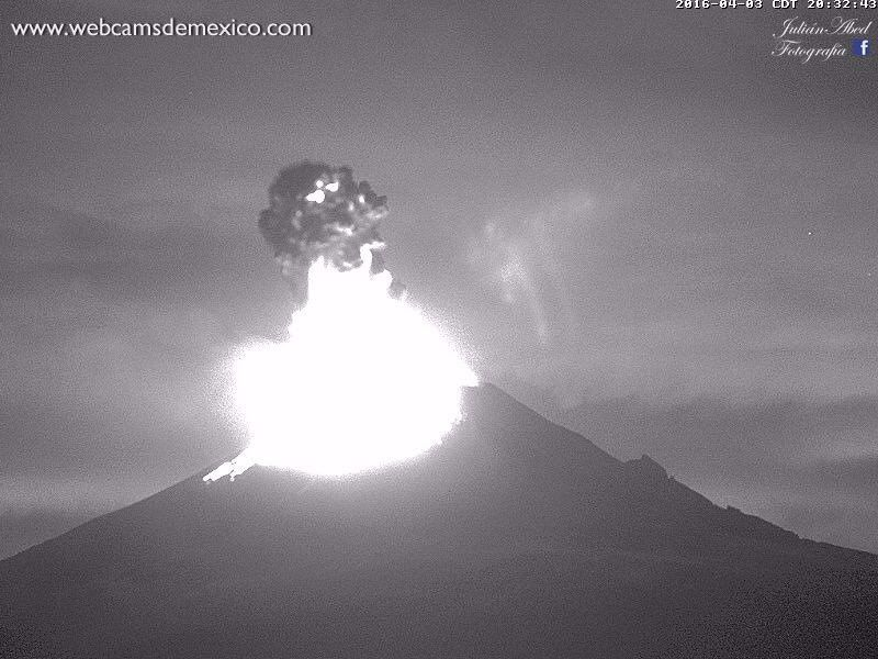 Popocatépetl  - 03.04.2016 / 20h32 - 20h35 - photos WebcamsdeMexico