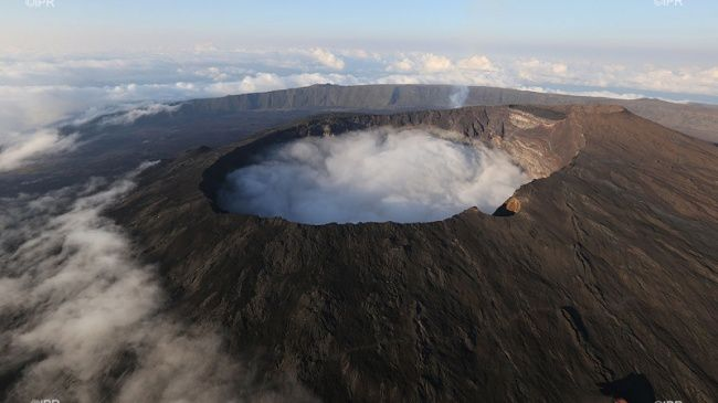 Piton de La Fournaise - cratère Dolomieu - photo Imazpress