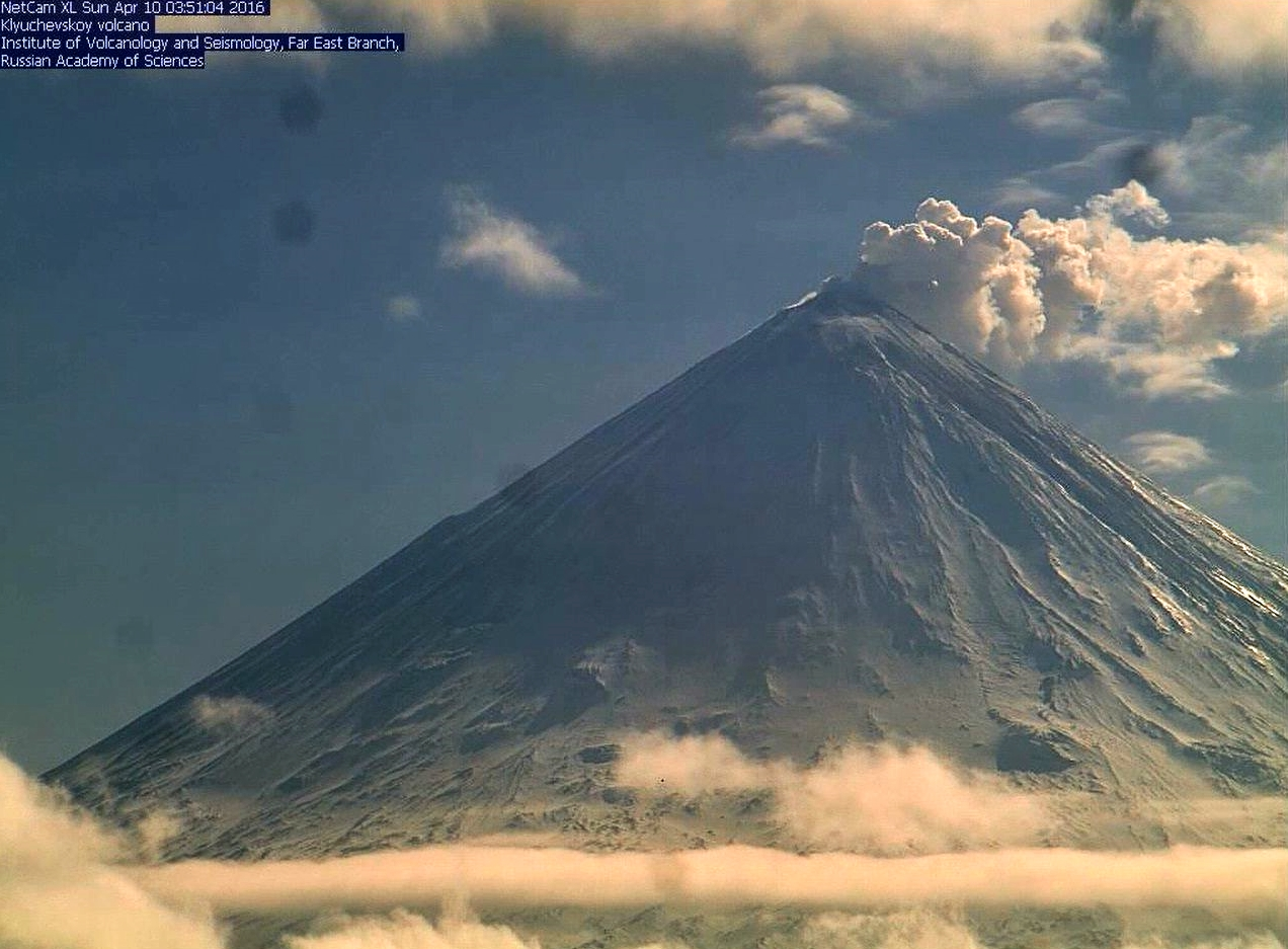 Klyuchevskoy - 10.04.2016 / 3h51  -  webcam Inst. Volcanology & Seismology Far East branch / KVERT