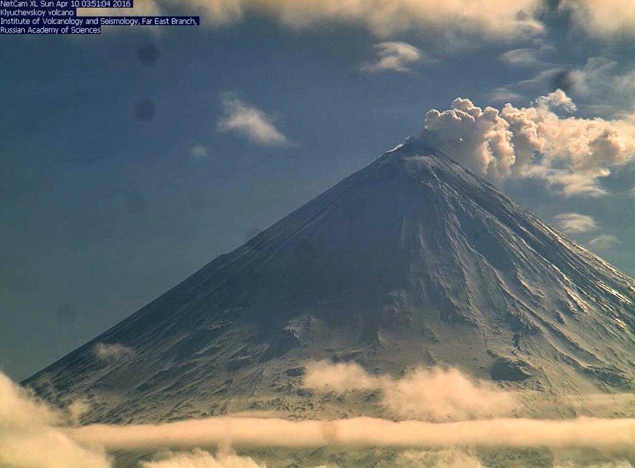 Klyuchevskoy - 04.10.2016 / 3:51 - webcam Inst. Volcanology & Seismology Far East branch / KVERT