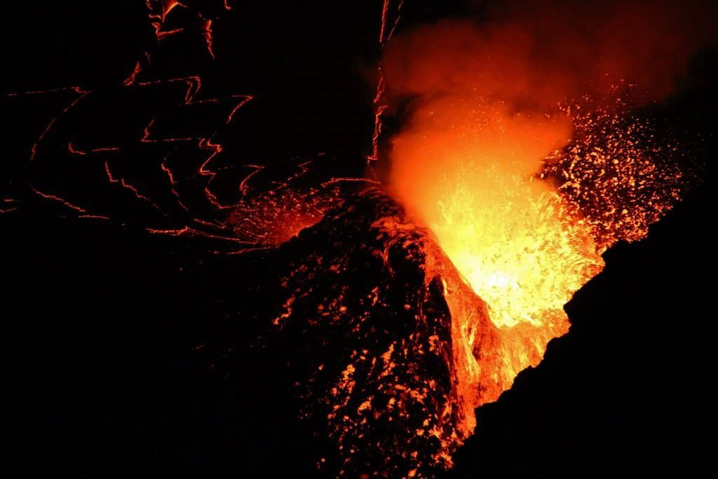 Nyiragongo - 09.04.2016 / 03h - photo Jérémie Franchetti / via Nyiragongo volcano, the greatest lava lake  / FB