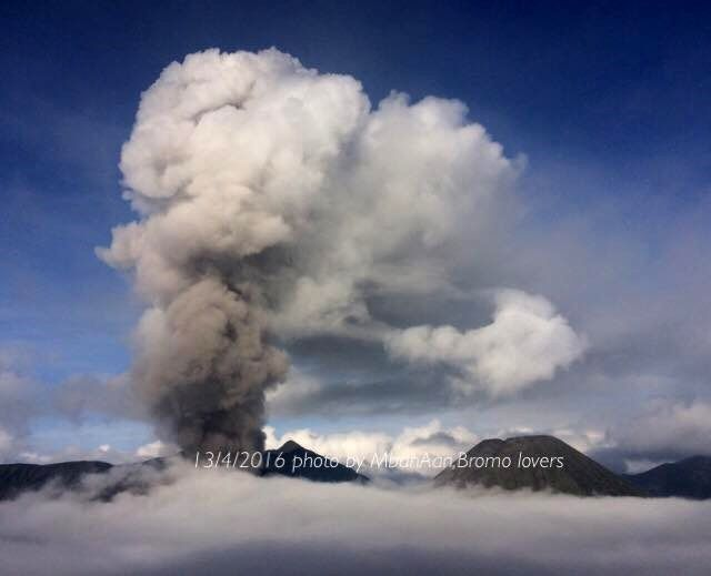 Bromo - today 13/04/2016 - photo Ahmad Subhan Aan Volcano lovers / Twitter