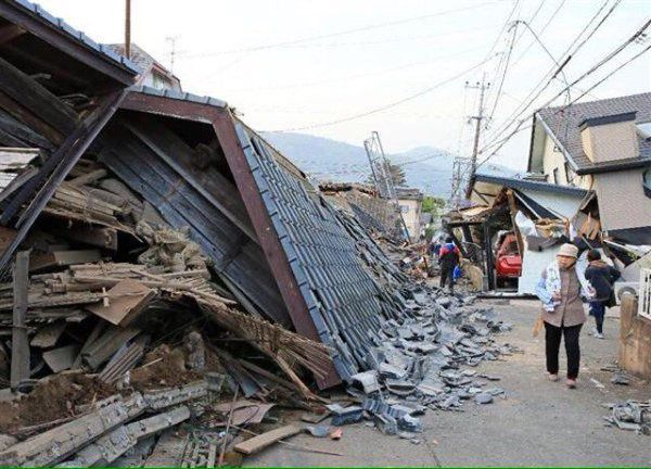 Earthquakes of Kyushu / Kumamoto - destruction at the local Kumamoto Castle.