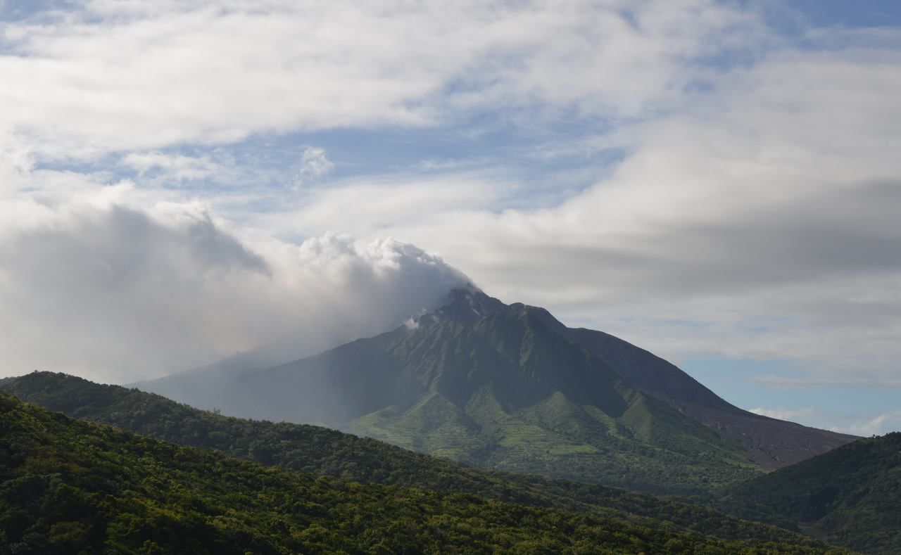 Soufriere Hills blowing on 2016.04.13  - photo MVO