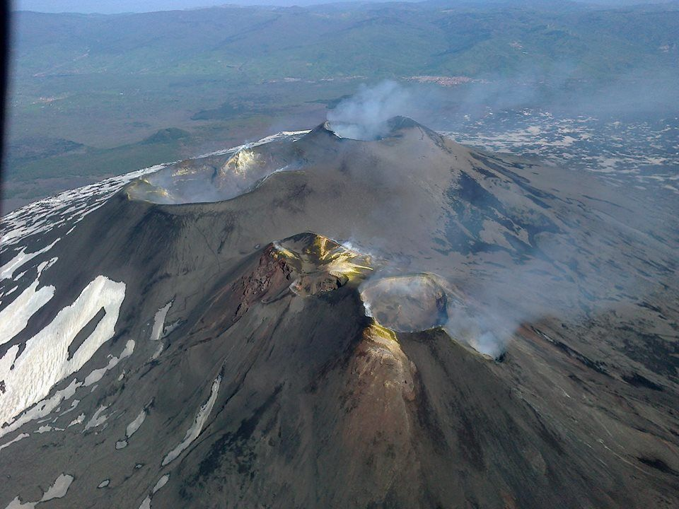 Etna Cratères sommitaux - avec légende  - photo Joseph Nasi / Butterfly helicopters service