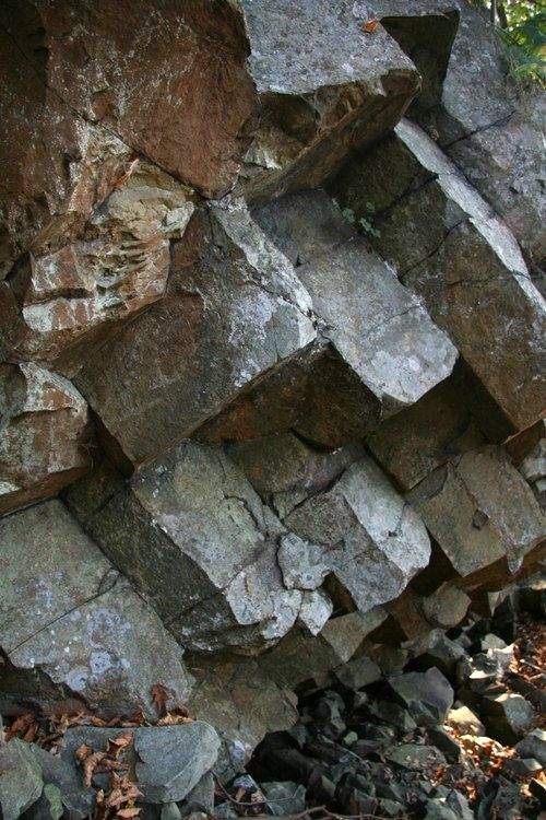 Compton Peak - base of basalt prismatic columns - photo Summit Post