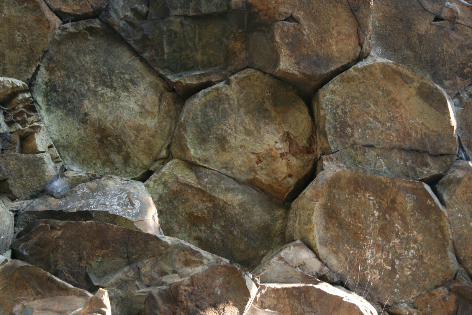 Compton Peak - detail on basalt organs- photo Summit Post