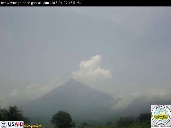 Fuego and Santiaguito, by a  foggy weather due to heavy rainfall, which may cause lahars - Photo INSIVUMEH