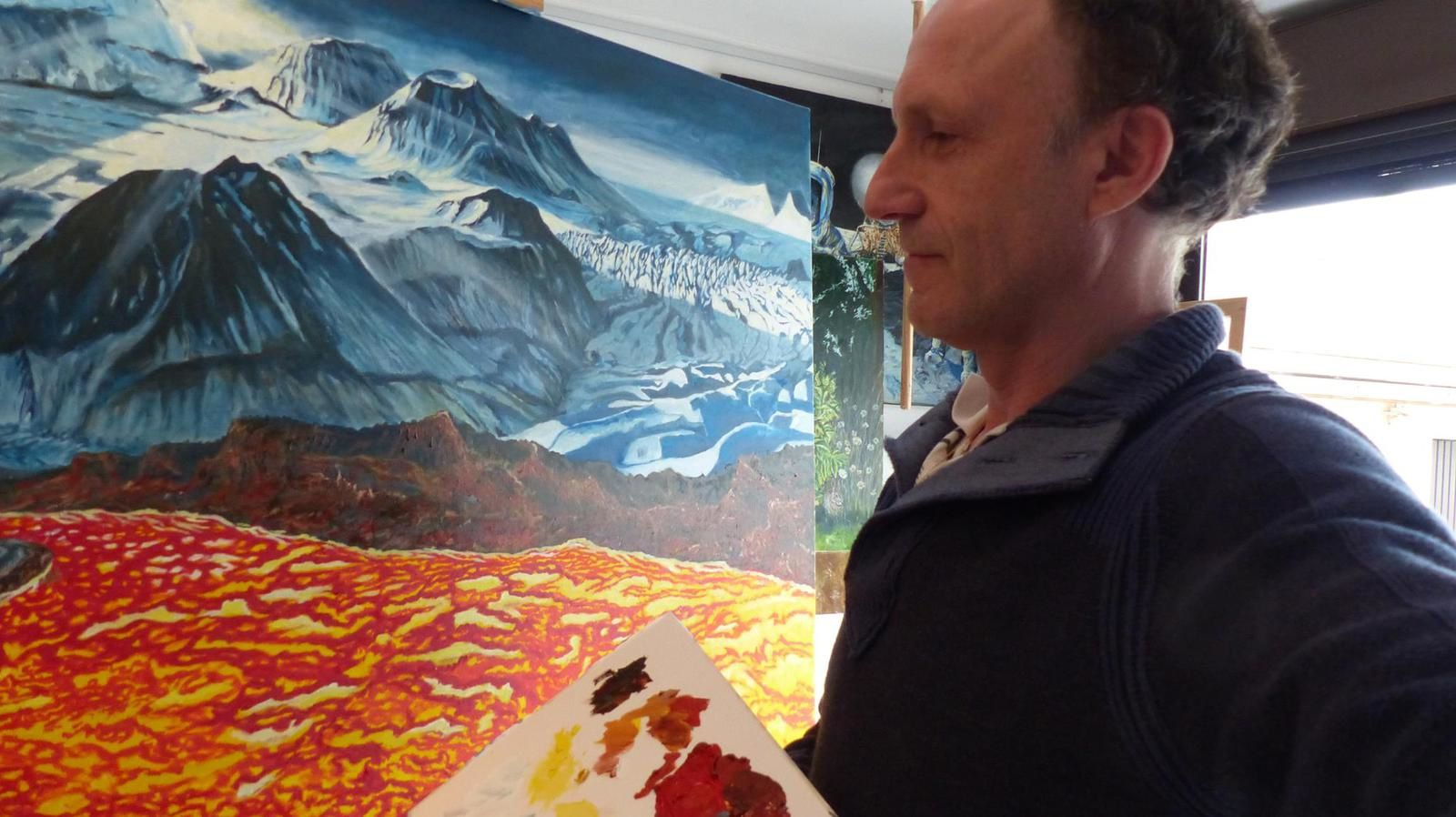 The master before his work ... Jocelyn Lardy is travelling between Io and Europa, in Iceland.