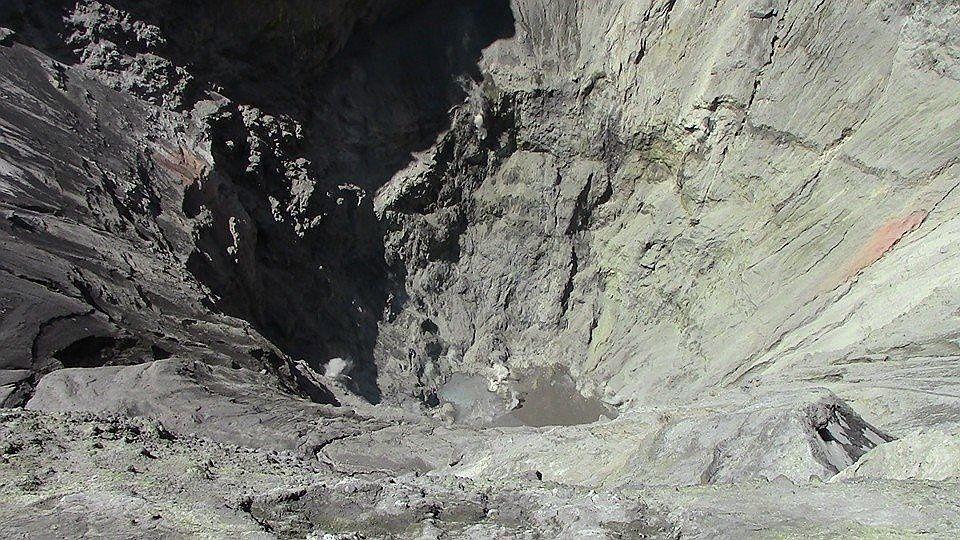 Ubinas - le lac de cratère a fortement diminué, et quelques fumerolles persistent - doc diario Correo Moquega