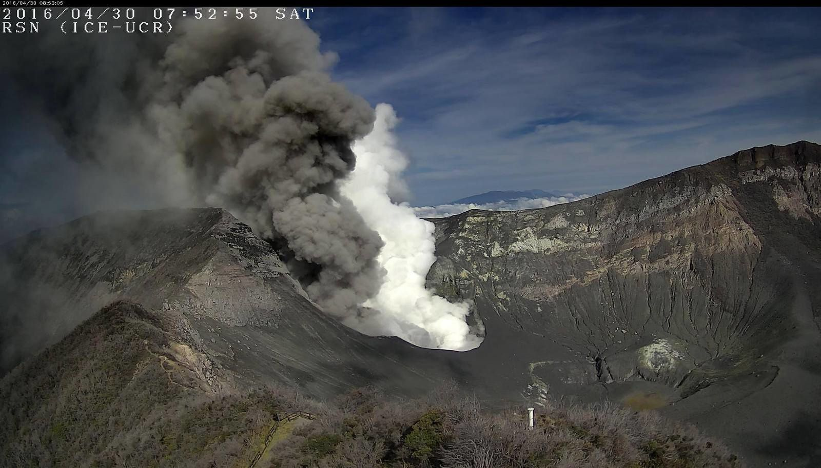 Turrialba - émissions du 30.04.2016 / 7h52 - webcam RSN