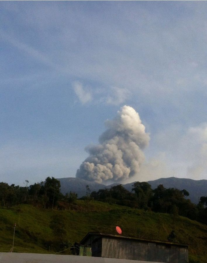 Turrialba - 02.05.2016 / 6:29 - photo Jeannette Solano.via Ovsicori