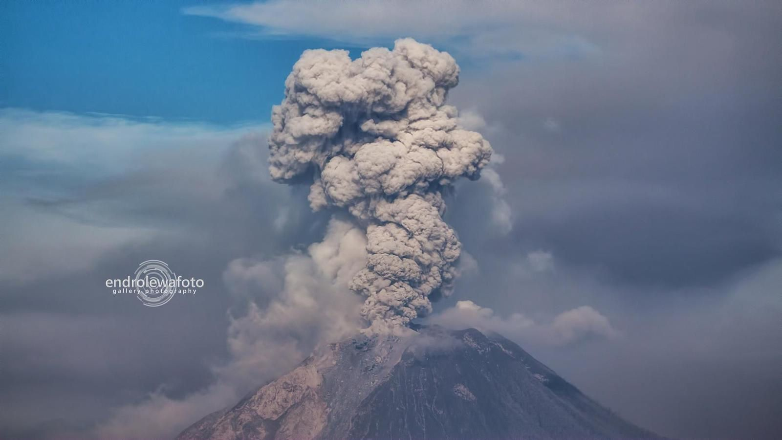 Sinabung - 02.05.2016 / 8:12 and 8:15 loc - Photos Endrolewa