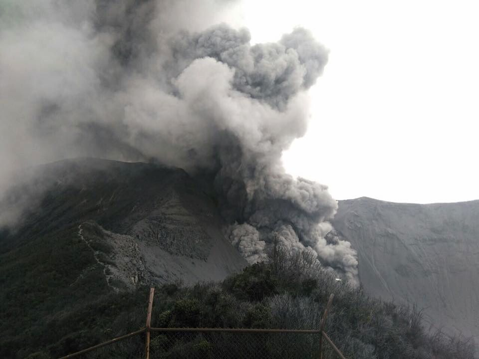 Turrialba - erupted on May 5 at 12:05 - Doc. RSN