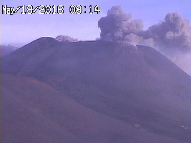 Etna NEC - respectively 05.17.16 / 10:46 p.m.and on 5/18/16 / 8:14 - webcams RadioStudio7