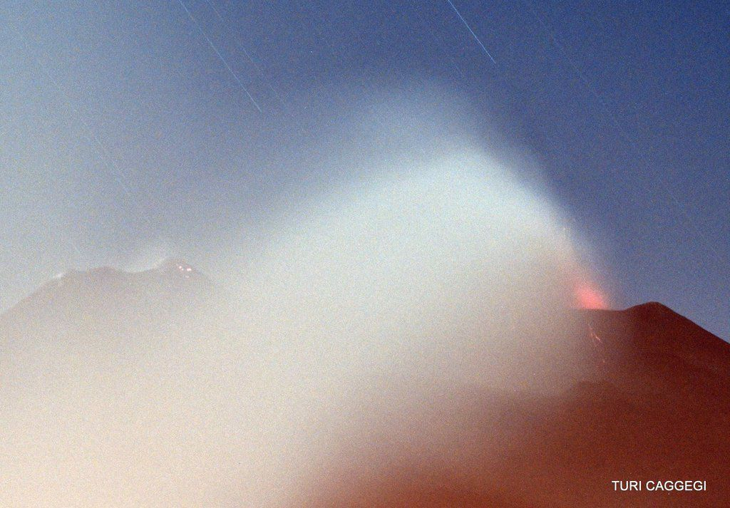 Etna NEC - explosions at northeast crater 05/17/2016 - photo Turi Caggegi