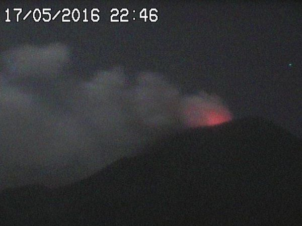 Etna NEC - respectivement le 17.05.16 / 22h46 et le 18.05.16 / 8h14 - webcams RadioStudio7