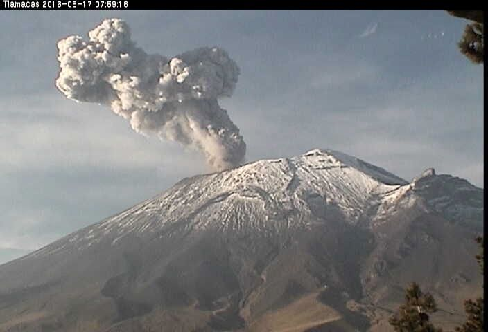 Popocatépetl seen from Tlamacas on 17/05/2016 / 7:59 - webcam CENAPRED