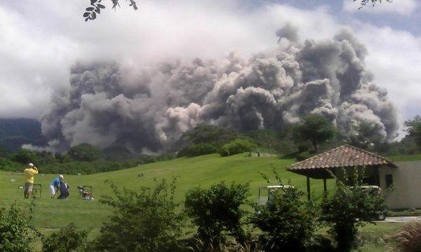 Fuego - 18/05/2016 - photo via Basilio Sul Clima Guatemala / Twitter