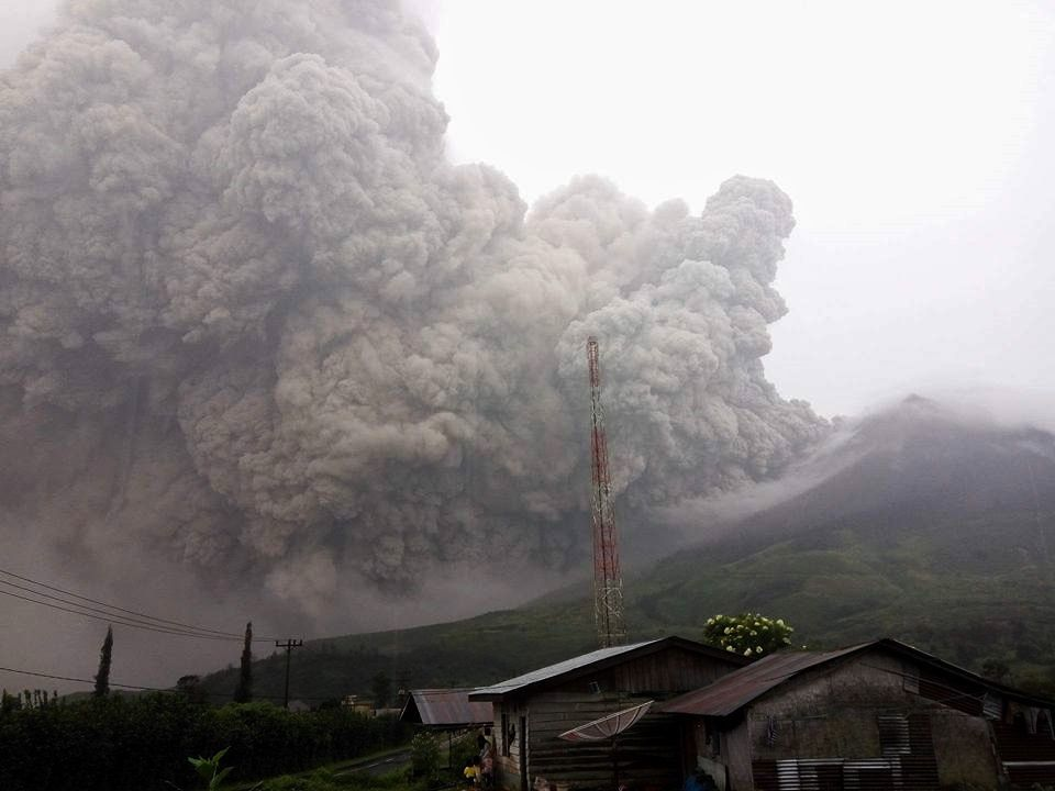 Coulée pyroclastique au Sinabung - 21.05.2016 - photo Hasron David Ginting via Beidar Sinabung