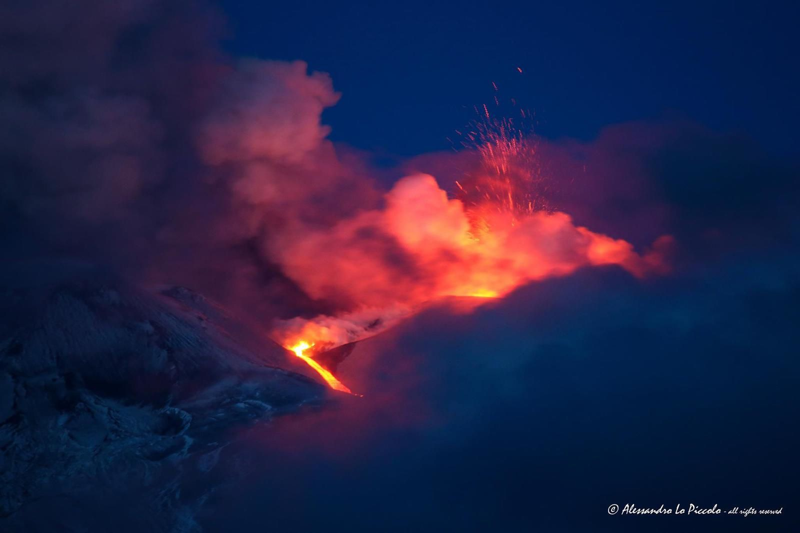 Etna - strombolian activity and lava flow on 05/21/2016 / 5:15 CET - Photo © Alessandro Lo Piccolo