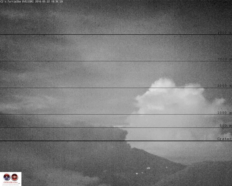 The Turrialba saw by the webcam Irazu - 05.22.2016 / 6:36 p.m. - doc.Ovsicori