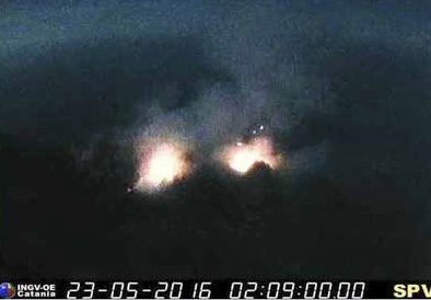 Stromboli - activity 23.05.2016 / 2:09 - webcam INGV Catania