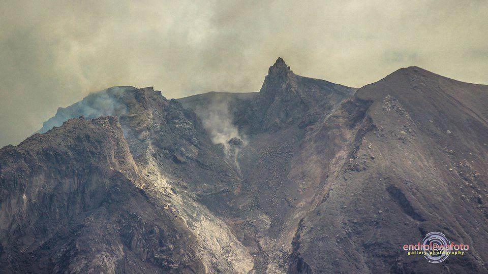 2016.05.23 13h08 Sinabung - 23.05.2016 / 13h08 - le côté SSE du dôme a disparu - photo endrolewa