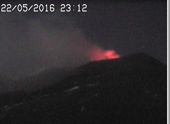 Etna - 22.05.2016 / 11:12 p.m. - webcam RadioStudio7