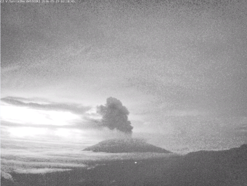 Turrialba - 23.05.2016 / 02h18 - webcam de l'Irazu en direction du Turrialba - Ovsicori