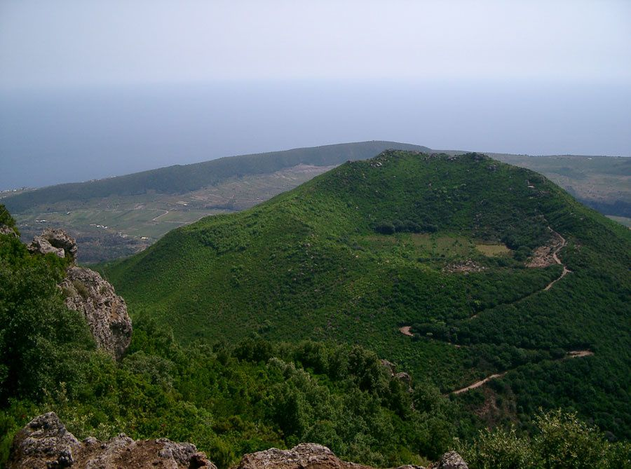 Pantelleria - The Monte Gibele seen from the Montagna Grande - photo pantellerialink